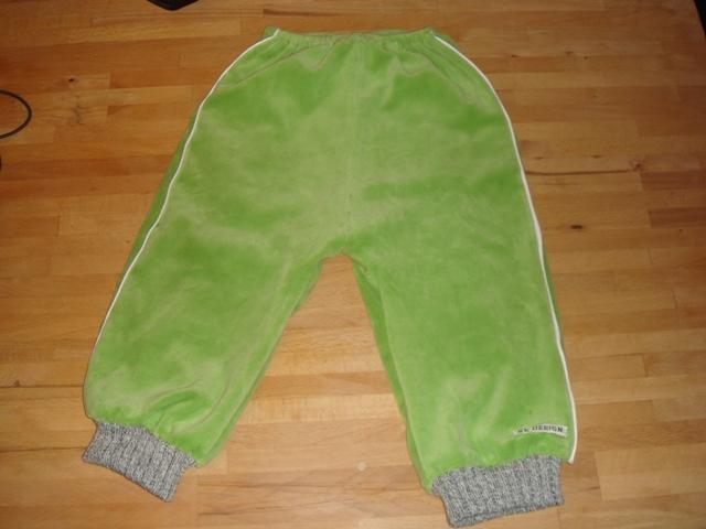 10.11.10 - Aksels nye velour bukser (1)