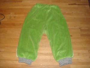10.11.10 - Aksels nye velour bukser (2)
